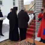 Архиеп. Евстафий и С. Д. Каракозов, проректор МПГУ, торжественно открывают музей С.И.Фуделя